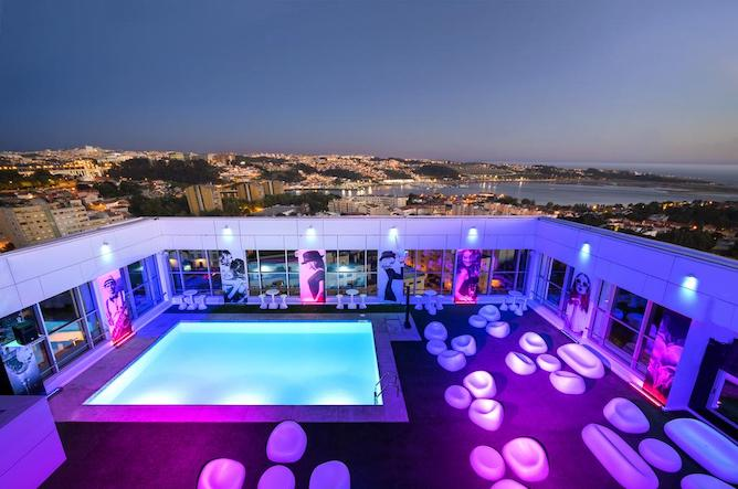 Porto hotels with a pool