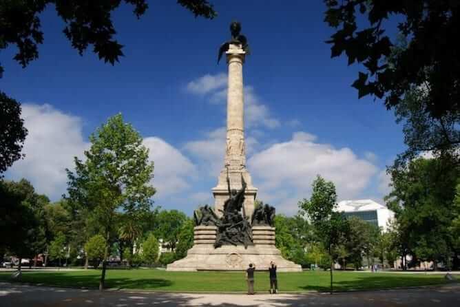 estatua rotunda boavista onde ficar porto