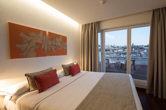 hotel carris porto ribeira bedroom