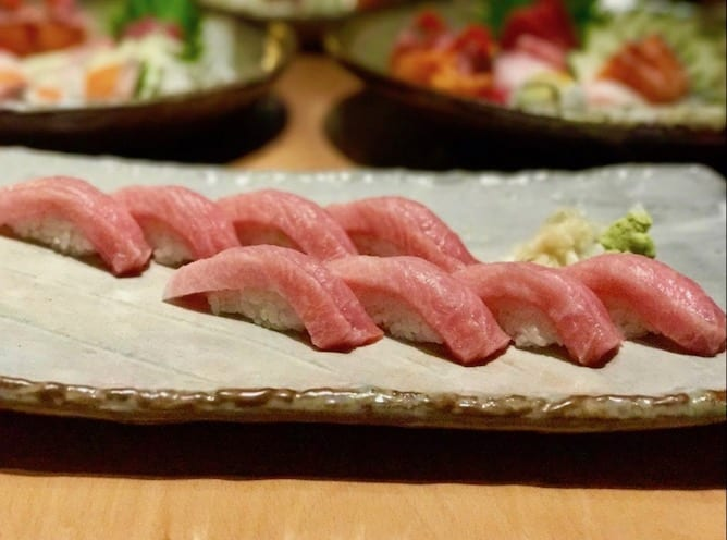 prato sashimi restaurante sushi ikeda
