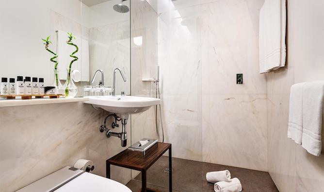 marble bathroom pestana goldsmith porto
