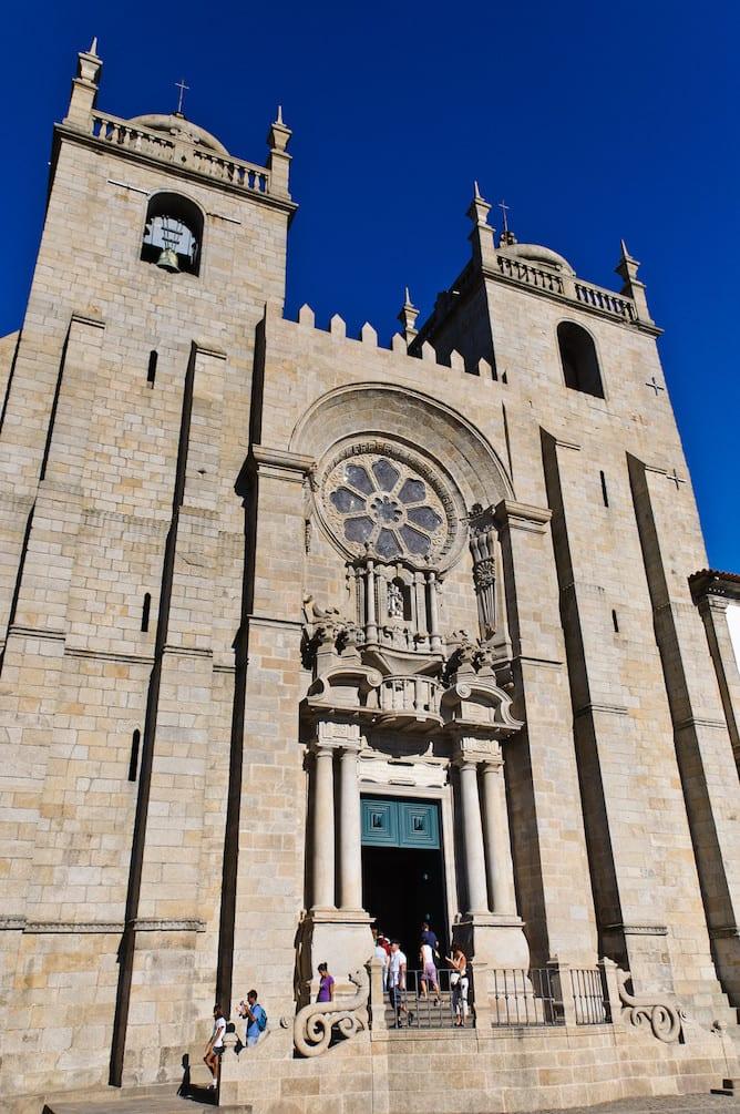 main facade porto cathedral