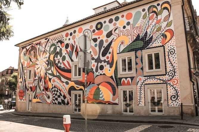 mural joana vasconcelos azulejos porto