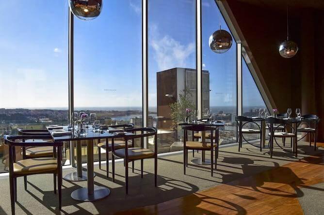sala cafe amanha porto palacio hotel vista sobre a cidade