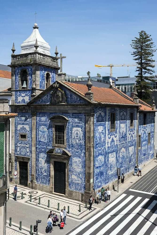 capela almas fachada azulejos porto