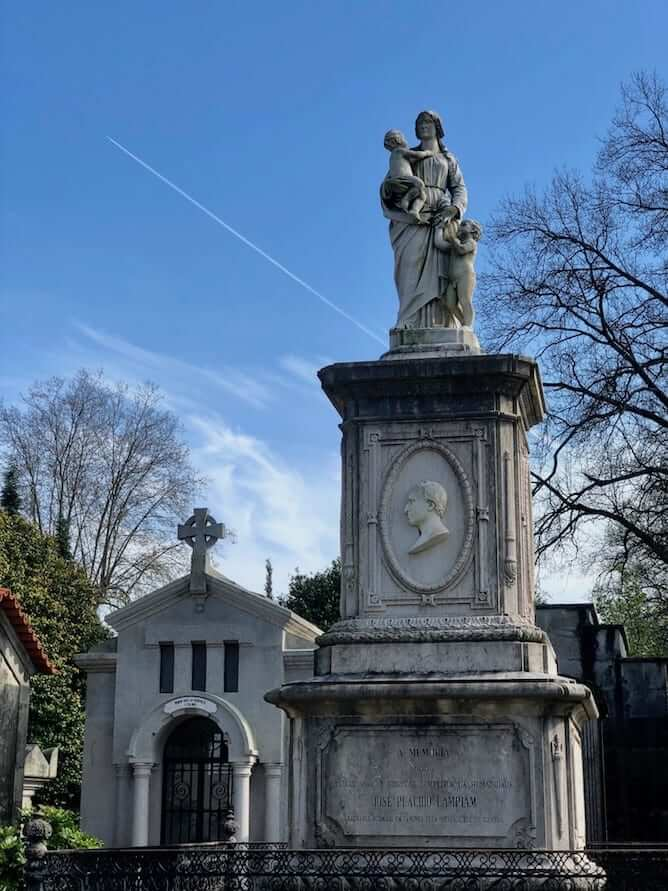 estatua funeraria cemiterio prado repouso porto