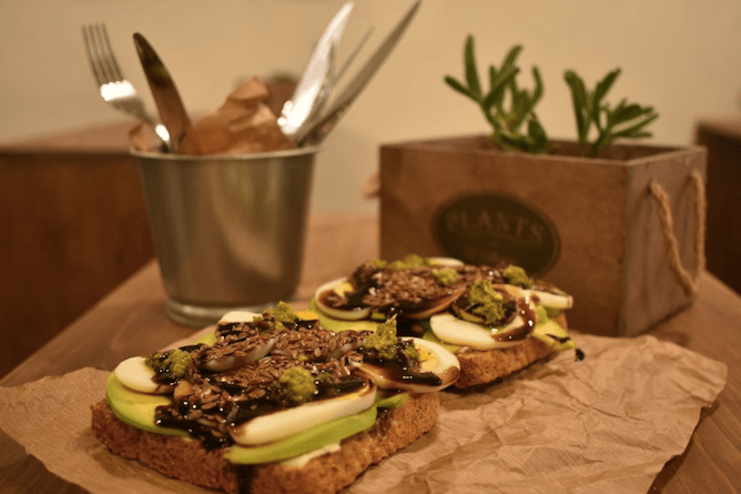 tosta abacate hungry biker brunch porto