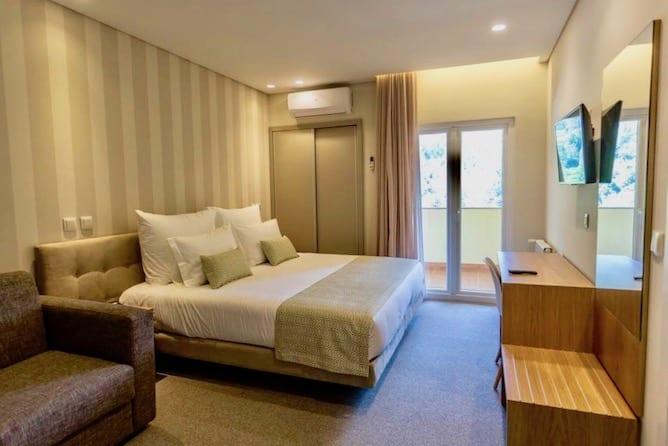 double bedroom adelaide hotel geres