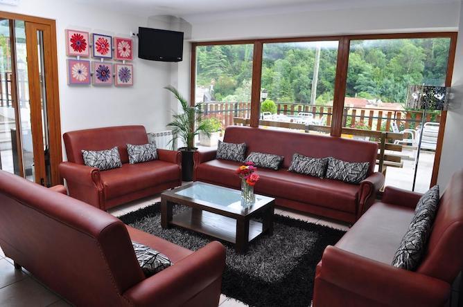 living room moderna geres hotel