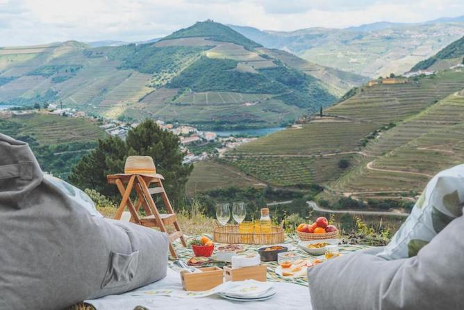 picnic setting douro valley