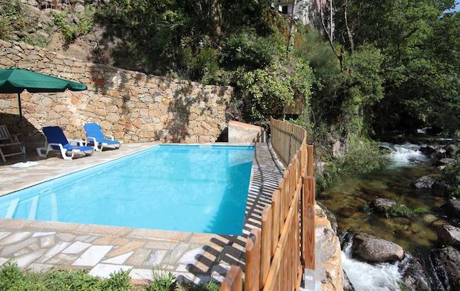 swimming pool casas peneda