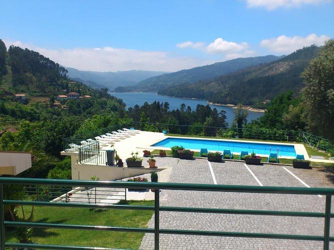 swimming pool hotel lagoa azul geres