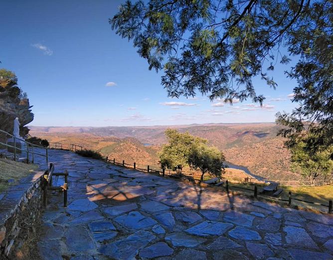 picnic area penedo durao viewpoint douro valley