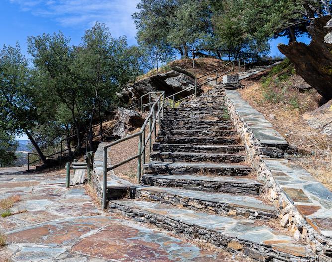 stairs access penedo durao viewpoint